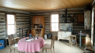 bobcat-ridge-cabin-int-1