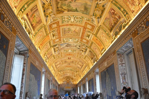 The ceiling carved in gold