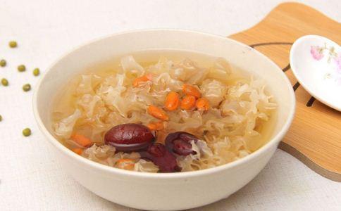銀耳蓮子湯
