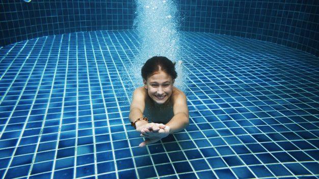 一個泳池裡,究竟有多少尿?40%的人承認在泳池裡尿過😲