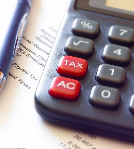 photo credit @N055457170804_Tax Calculator and Pen via photopin by-sa2.0(license)