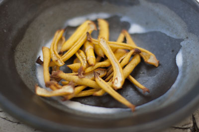 Roasted Lemon Peel Powder - The peel turns golden brown after being roasted in the oven