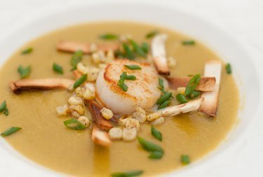 Mexican Roasted Poblano and Corn Soup by Life Currents take the rich full flavor of roasted chiles and blends them with the summery goodness of corn to make a delicious soup. And, then top it with a seared sea scallop, heaven!!