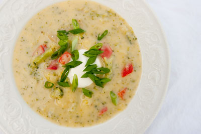 Baked Potato Soup with Broccoli and Red Pepper | Life Currents https://lifecurrentsblog.com