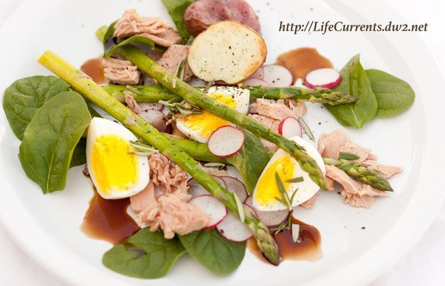 Tuna, asparagus, red potato, and hard-cooked egg with sweet and soy dressing