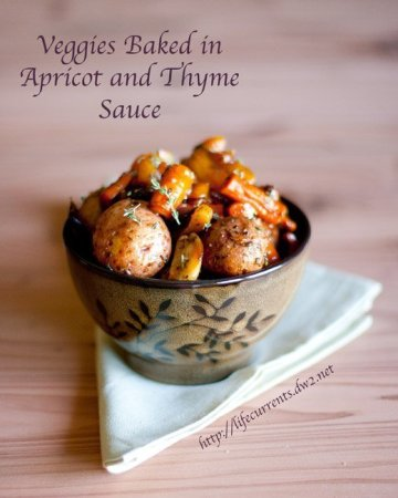 Veggies Baked in Apricot and Thyme Sauce is a great healthy side dish that's welcome on any family dinner table! Life Currents http://lifecurrentsblog.com
