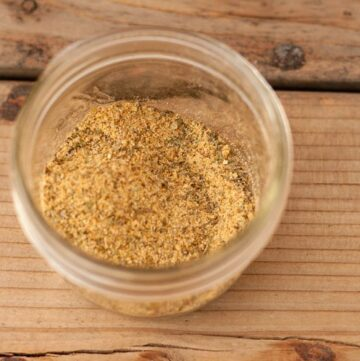 instant vegetarian broth made from dried spices and herbs from your cupboard