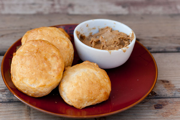 biscuits with gingerbread butter