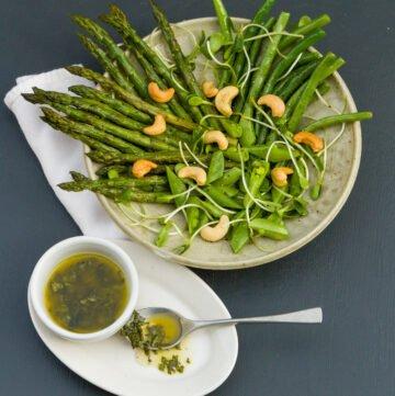 Spring Salad with White Balsamic Basil Vinaigrette | Life Currents https://lifecurrentsblog.com #salad #spring #healthy