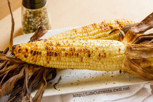Grilled Corn on the Cob summer grill spice blend for all your summer BBQ's. Put it on Corn on the Cob, burgers, steak, fish, the options are endless! by Life Currents https://lifecurrentsblog.com
