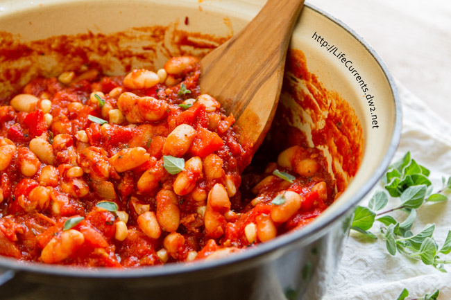 Roasted Red Pepper and White Bean Stew a great vegan stew that even meat eaters will adore! by Life Currents https://lifecurrentsblog.com