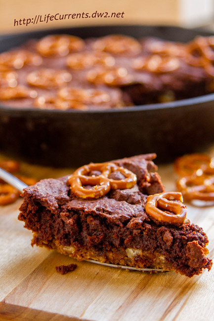 Skillet Brownies with Pretzel Crust: this tailgating snacks month dessert is totally worthy of tailgating and football parties, I mean you've got a big pretzel cookie crust topped with an espresso bittersweet brownie all baked in a skillet. Nosh on! by Life Currents