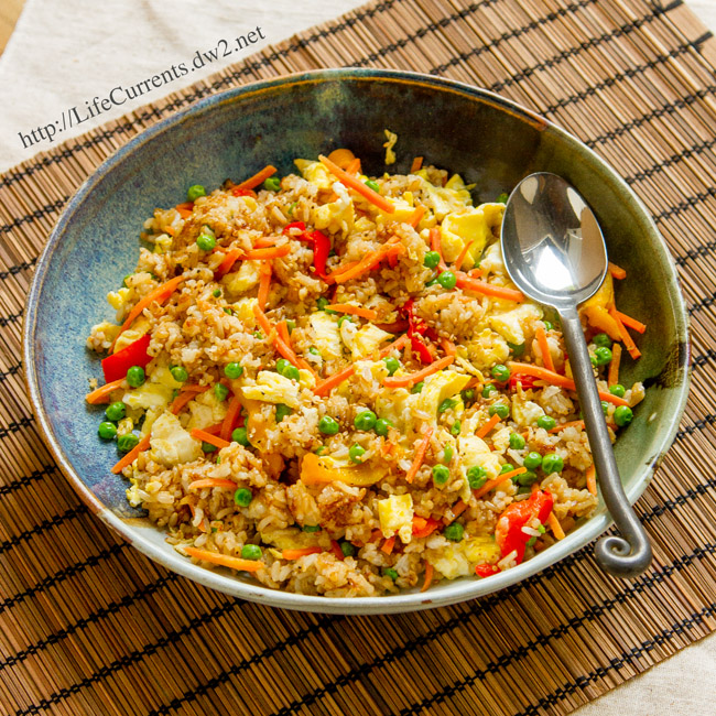Vegetable Fried Rice: we use leftover cooked rice and frozen veggies to make up a delicious and easy meal! By Life Currents https://lifecurrentsblog.com