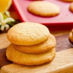 These light little Lemon Sugar Cookies are the perfect sweet treat; they're so easy to eat and everyone loves them! by Life Currents http://LifeCurrents.dw2.net