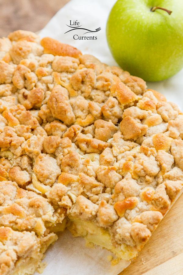 Apple Crumb CAke Recipe #fall #dessert #cake #apple