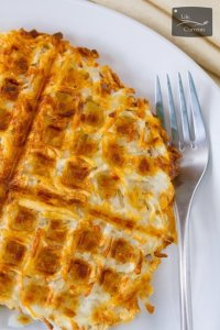 Waffle Iron Hash Browns - make your own crispy crunchy and delicious hash browns the easy way, in the waffle iron. Breakfast never had it so good