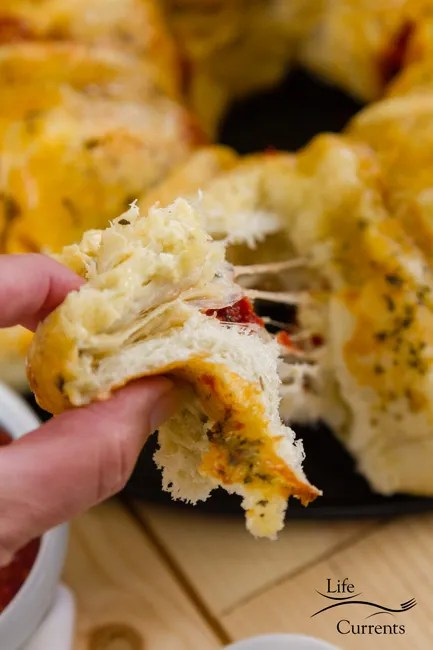 Pizza Pull Apart Bread - isn't it fun to pull things apart and eat them with your fingers!