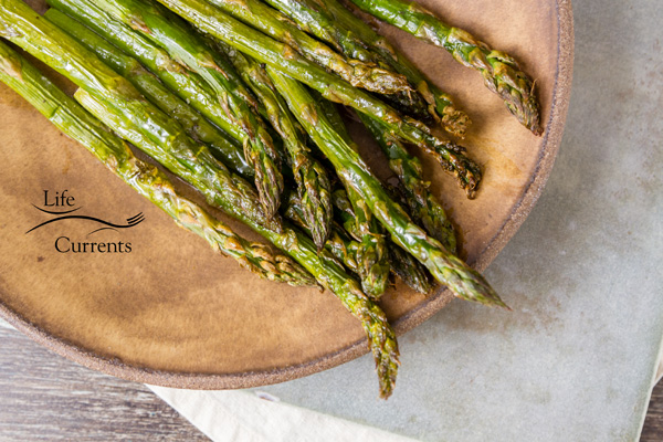 How to Roast Asparagus - Asparagus is so simple to prepare in the oven, and it's one of my favorite healthy veggies