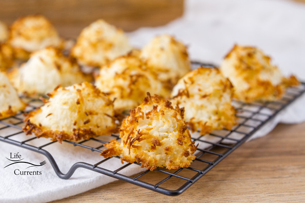 2 Ingredient Coconut Macaroons are so easy to make, and the macaroons are quite delicious.