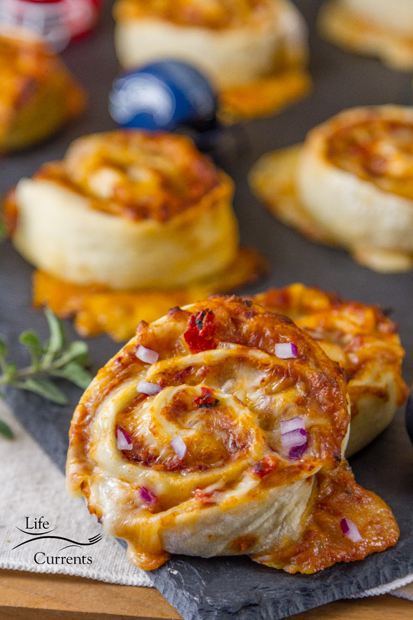 Pizza Pinwheels - These are tailgating snack perfection.