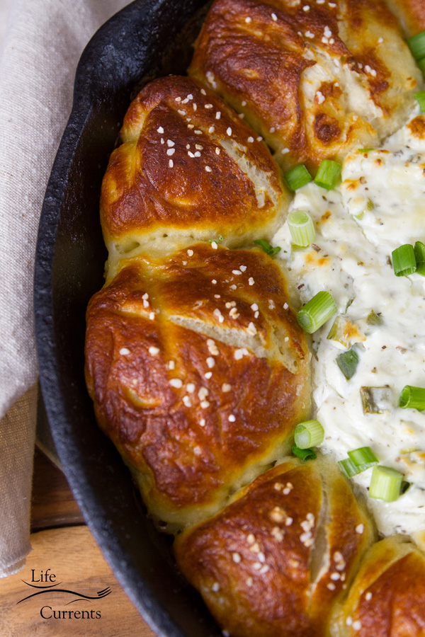 Skillet Pull-Apart Pretzel Buns with Creamy Cheese Dip - Oh so good. So perfect for game day!