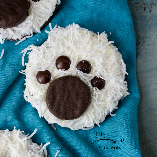 Super adorable and easy to make Polar Bear Paw Cookies