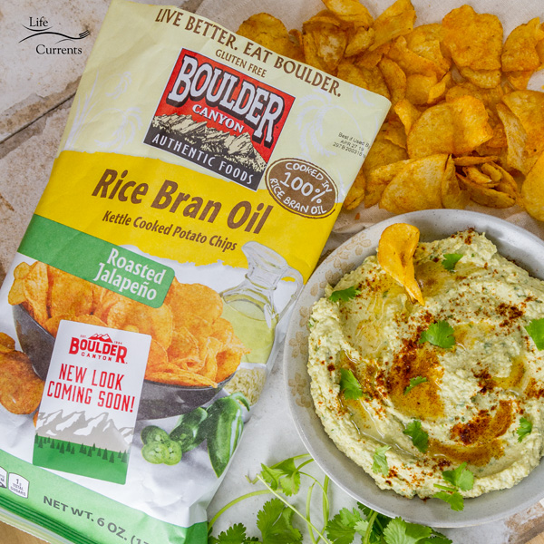 Roasted Jalapeño and Avocado Hummus #snackboulder is a deliciously creamy and healthy hummus with a little kick of roasted jalapeno served with Boulder Canyon chips Roasted Jalapeno Rice Bran Oil Kettle Cooked Potato Chips