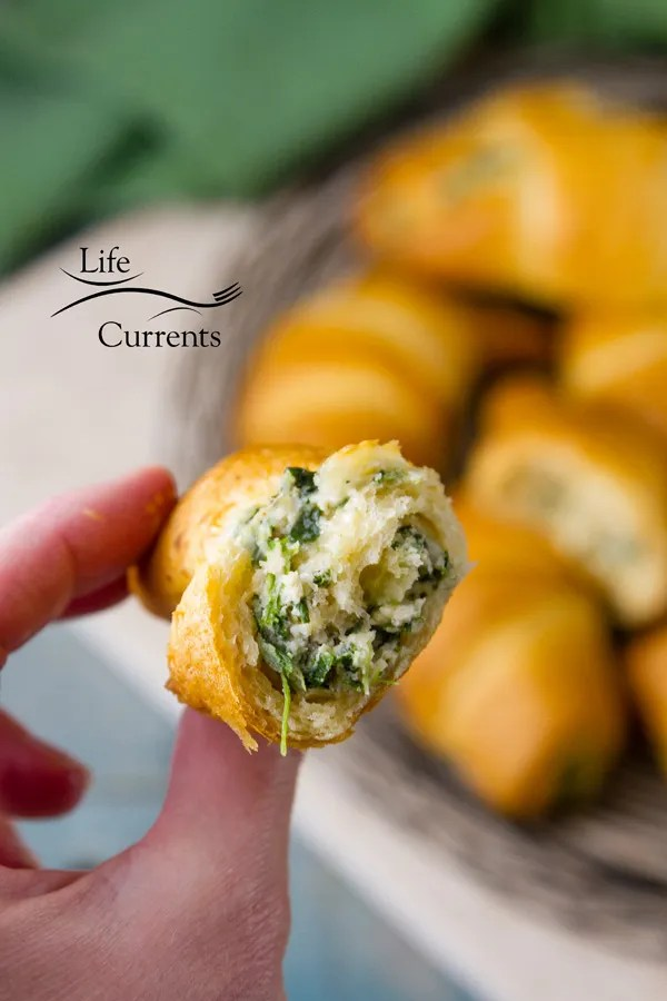 Spinach Mushroom Crescents Recipe - easy to make, filled with delicious cheesy spinach mushroom goodness