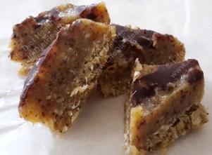 Little bites of caramel slice