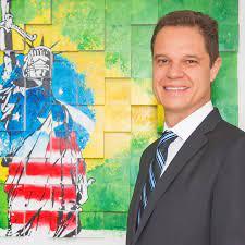 Advogado brasileiro Alexandre Piquet promove evento com prefeito de Miami