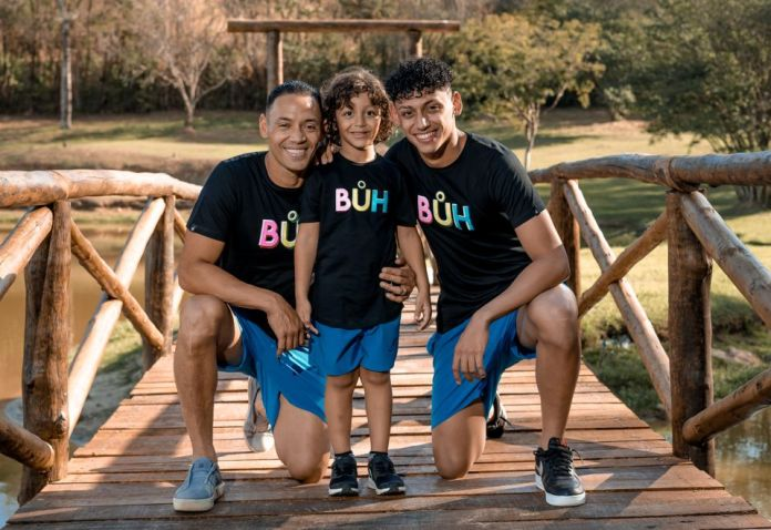 Jogador Ricardo Oliveira participa de campanha fotográfica para o Dia dos Pais