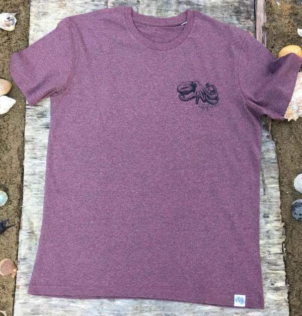 curled octopus pocket t-shirt