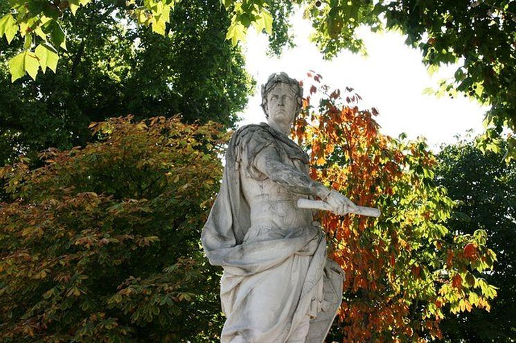 Монумент Цезаря в Париже