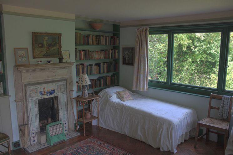 В спальне Вирджиния Вулф окружала себя книгами