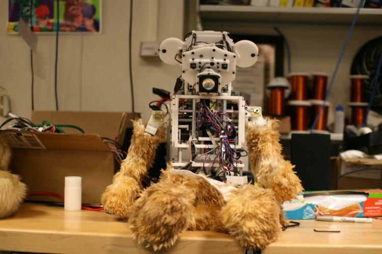 Робот в медведе, робот-игрушка