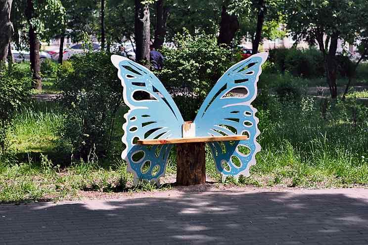 Место для селфи в Киеве скамейка бабочка