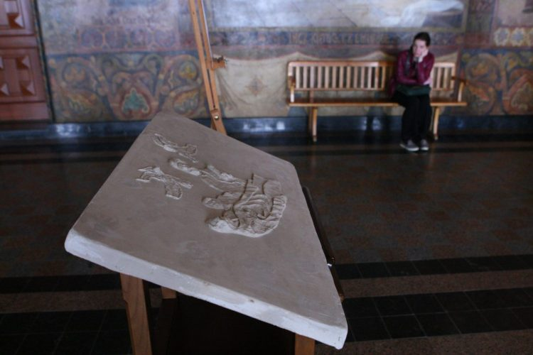 Рельеф иконы и вид на фрески Трапезного храма, уникальные иконы