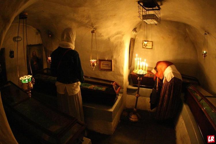 Тринадцатый ангел, пещеры Киево-Печерской лавры