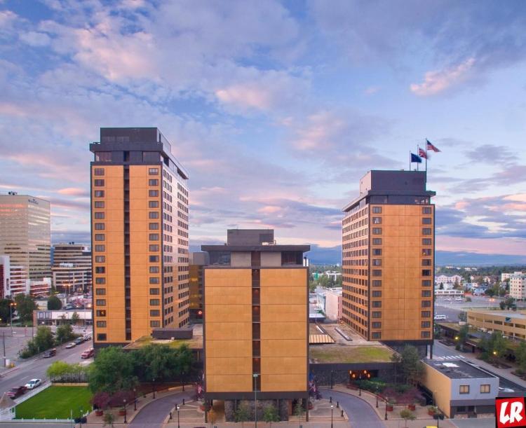 The Hotel Captain Cook, отель на Аляске