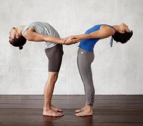 Йога в паре упражнения которые можно выполнять с