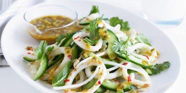 14 простых и очень вкусных салатов с кальмарами - Лайфхакер