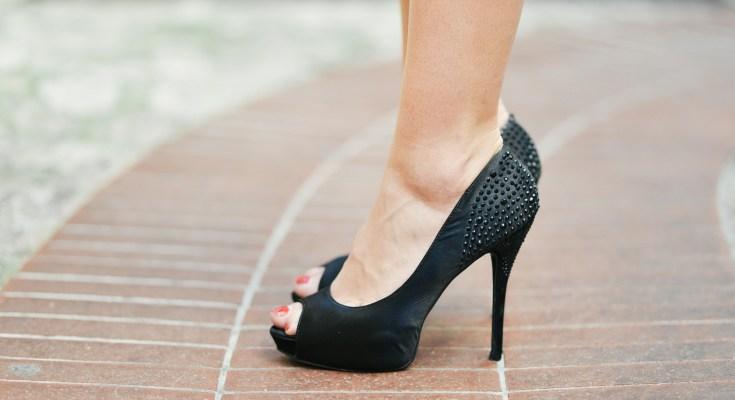 Fix broken heels with glitter