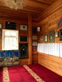 Wnętrze drewnianego meczetu tatarskiego w Bohonikach