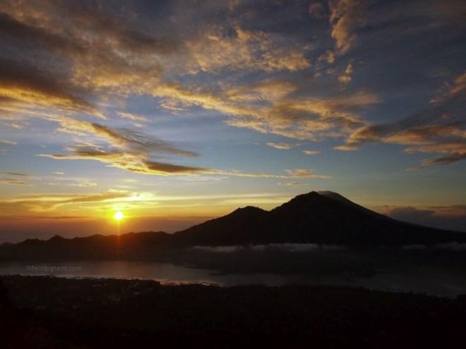 Saulėtekis Balio salos ugnikalnio Batur viršūnėje