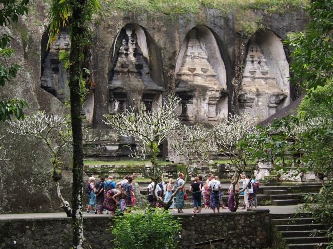 Balio šventykla ir monumentas