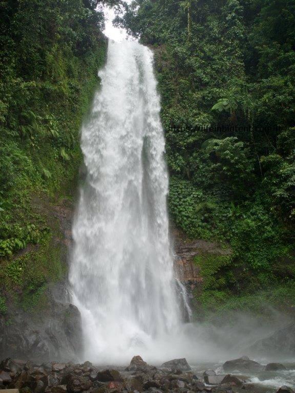 Krioklys Balio saloje lietaus sezonu
