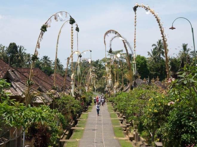 Galungan šventė Balio kaime šlapiuoju sezonu
