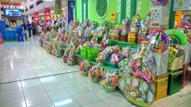 Ramadanas Indonezijoje - dovanų krepšeliai