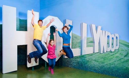 photo_hollywood-wax-museum-hollywood-sign-photo-op-pigeon-forge