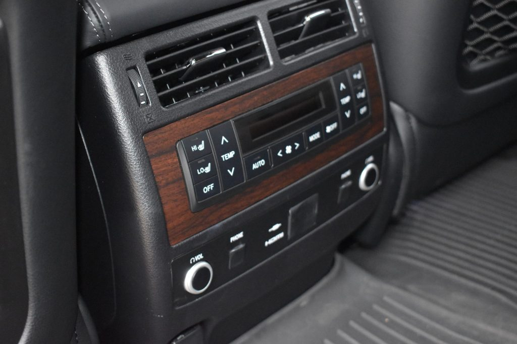 Toyota LandCruiser Rear Seat Temp Control in the Toyota Land Cruiser